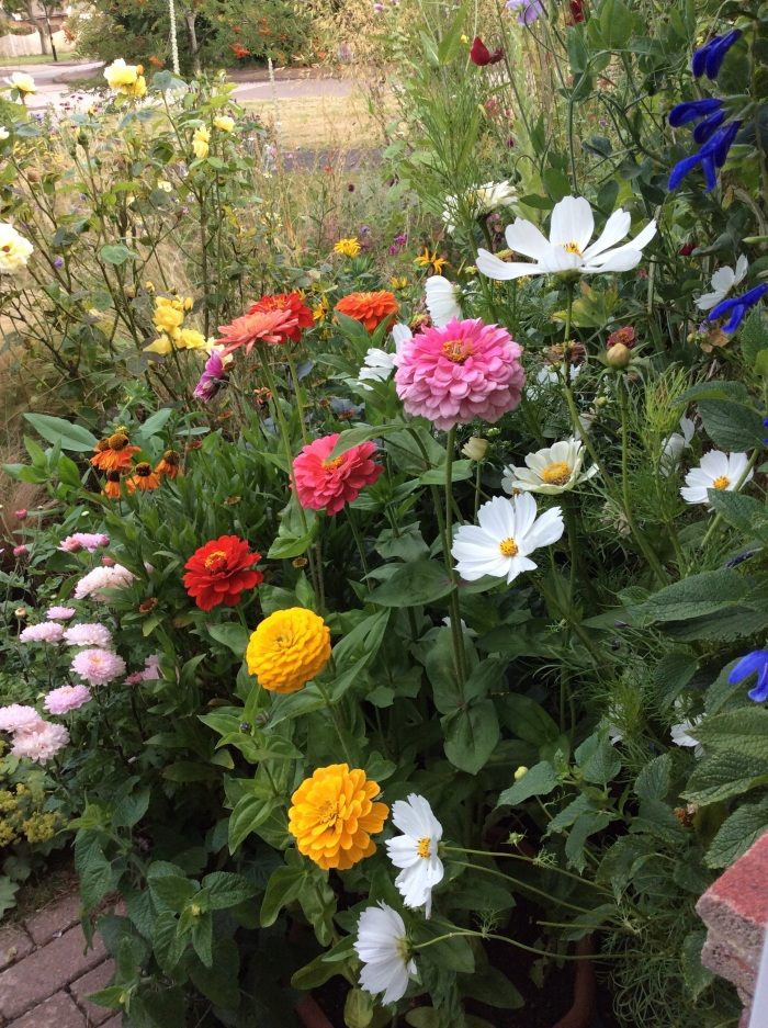 A cheerful mix at the front door