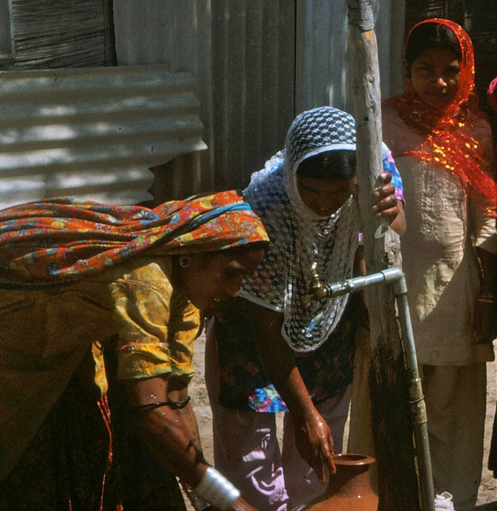 Sindhi tribal women at the well in Pakistan.
