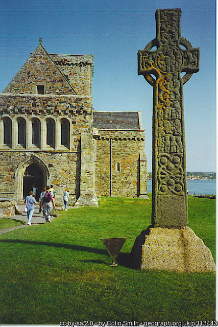 Iona Abbey and Celtic cross