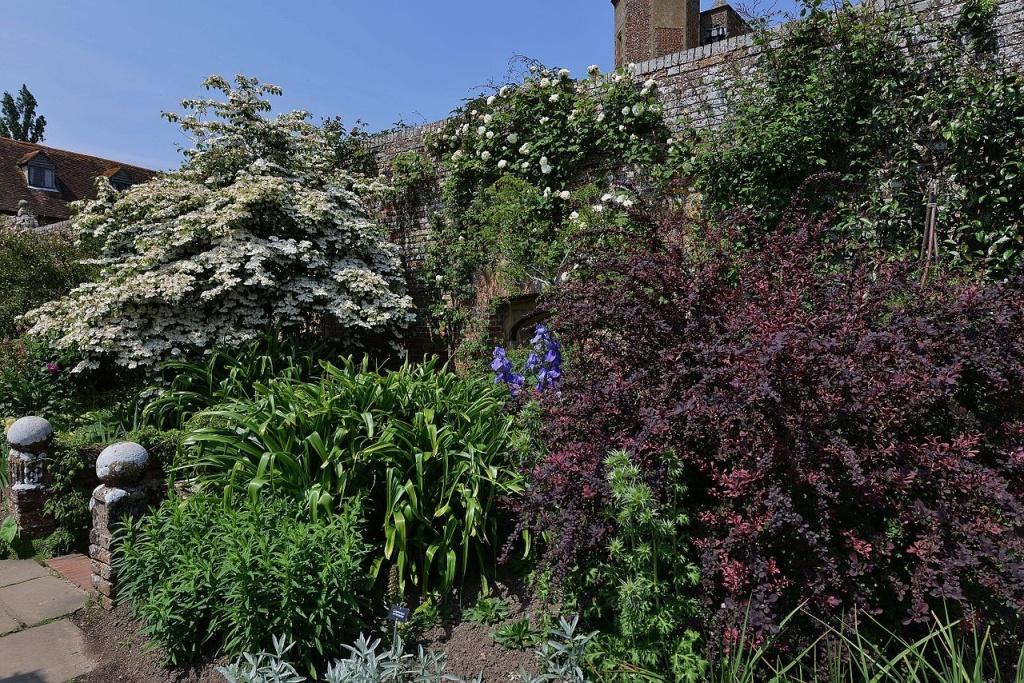 A border full of flowers at Sissinghurst Garden